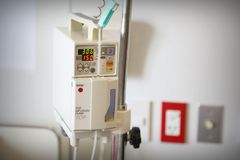 De controle zoute oplossing van de infusiepomp Royalty-vrije Stock Afbeelding