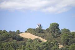 De controlepost van het toezicht bij de bovenkant van de berg royalty-vrije stock afbeeldingen