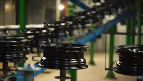 De conveorriem van gebeëindigde randen in de fabriek stock videobeelden