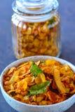 De cornflakesmengsel van veganist Indisch snacks stock afbeelding