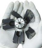 De correcte die malenwerktuigmachine op handhandschoen wordt gebroken isoleert Royalty-vrije Stock Foto