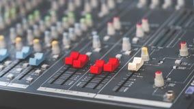 De correcte knopen van het mixercontrolebord royalty-vrije stock afbeeldingen
