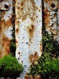 De corrosie van het metaal kan zelfs mooi zijn de vernietiging van een oude aanhangwagen Royalty-vrije Stock Foto's