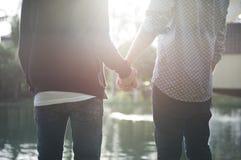 De couples d'amour concept gai dehors Photographie stock