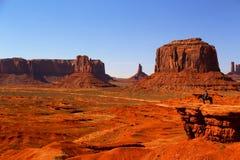 De Cowboy van de monumentenvallei op Horseback Stock Afbeelding