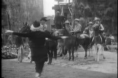 De cowboys van de vrouwenwaarschuwing stock footage