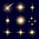 De creatieve concepten Vectorreeks sterren van het gloed lichteffect barst met fonkelingen die op zwarte achtergrond worden geïso vector illustratie