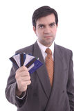 De creditcards holded door een zakenman Stock Afbeeldingen