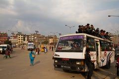 De crisis van het benzinetekort in Katmandu, Nepal Stock Foto's