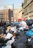 De crisis van het vuilnis in Napels Stock Foto's
