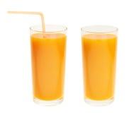 De cristal alto por completo del jugo de zanahoria anaranjado Fotografía de archivo