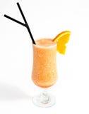 De cristal por completo con el smoothie anaranjado de mirada delicioso Fotografía de archivo