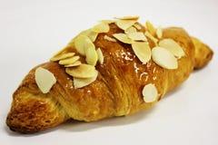 De croissanten van de amandel op een witte achtergrond. Royalty-vrije Stock Afbeeldingen