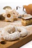De croissanten van de vanille en andere koekjes Stock Fotografie