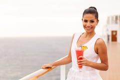 De cruise van de vrouwencocktail Stock Foto