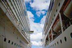De cruise verscheept op zee Royalty-vrije Stock Foto