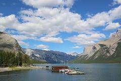 De Cruiseboten van meerminnewanka in het Nationale Park van Banff Royalty-vrije Stock Foto