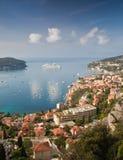 De cruiseschip van de luxe dat in Villefranche wordt vastgelegd ser mer Royalty-vrije Stock Afbeelding