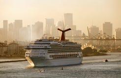 De cruiseschip van de Vrijheid van Carnaval stock afbeeldingen