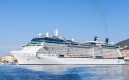 De cruiseschip van het beroemdheids'equinox' in Ajaccio wordt vastgelegd dat Stock Afbeelding