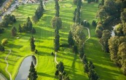 De Cursus van het golf bij Zonsondergang - Antenne Royalty-vrije Stock Foto's