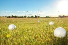 De cursus van het golf in het platteland Stock Afbeelding
