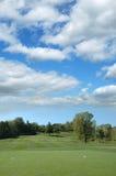 De cursus van het golf op een zonnige dag Royalty-vrije Stock Afbeelding