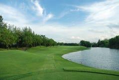 De cursus van het golf in Thailand Stock Foto's