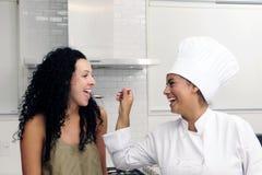De cursus van het koken: het proeven het koken stock fotografie