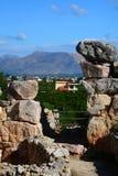 De cyclopean väggarna av Tiryns - Peloponnese Berg beskådar royaltyfria foton