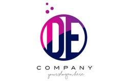 DE D E okręgu listu loga projekt z purpur kropek bąblami Zdjęcia Royalty Free