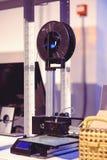 De 3D printer voert de verwezenlijking van het product uit Stock Afbeelding