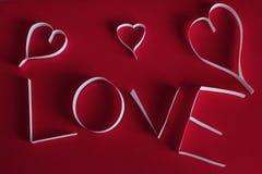 De dag abstracte achtergrond van Valentine ` s met gesneden document hart Stock Afbeeldingen