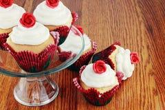 De Dag Cupcakes van de valentijnskaart stock afbeelding