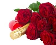 De dag donkerrode rozen en harten van Valentine Stock Foto
