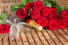 De dag donkerrode rozen van Valentine Royalty-vrije Stock Foto