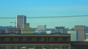 De dag grote weer van Portland Oregon langzame pan duidelijke de bouwbovenkanten van de binnenstad stock videobeelden