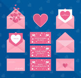 De dag of het huwelijkskaart van de gelukkige valentijnskaart op romantische envelop Stock Foto