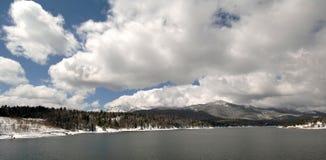 De dag van Coludy op het meer Royalty-vrije Stock Foto