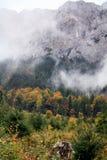 De dag van de herfst bij de berg Royalty-vrije Stock Foto's