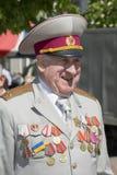 De dag van de overwinning 9 Mei Een veteraan met medailles op zijn borst Stock Fotografie