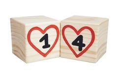 De dag van de valentijnskaart `s Houten kubussen met met de hand geschreven nummer één en vier binnen rode harten Stock Afbeeldingen