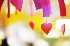 De dag van de valentijnskaart verfraaid valentijnskaarthart, achtergrond dicht omhoog Royalty-vrije Stock Afbeeldingen
