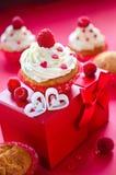 De Dag van heilige Valentine op 14 februari Snoepjes voor ontbijt en g Stock Afbeeldingen