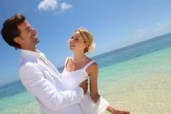De dag van het huwelijk door het overzees Royalty-vrije Stock Afbeeldingen