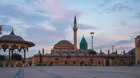 De dag van het Mevlanamuseum aan nacht timelapse in Konya, Turkije stock video