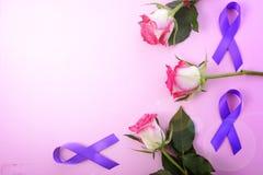 De Dag van internationale Vrouwen hekelt legt Symbolen met lensgloed stock foto's