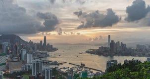 de dag van 4K DCI aan nacht-tijdspanne van landschap of cityscape van Hong Kong-eiland, Victoria-haven, en Kowloon-stad stock video