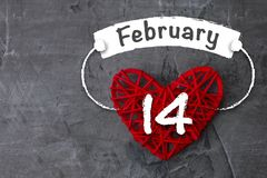 De dag van de valentijnskaart `s Het rode hart houdt de inschrijving op 14 Februari Royalty-vrije Stock Foto's
