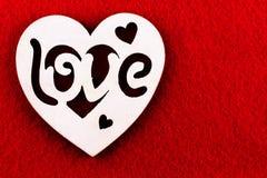 De dag van de valentijnskaart `s Rood hart en rood lint, als symbool van de vakantie Stock Foto